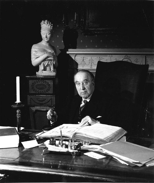 In the week of the Christie's auction of professor Sir Albert Richardson's collection from his 18th-century townhouse in Ampthill, Bedfordshire, we look back to when Sir Albert Richardson's portrait featured on the front page of BD in 1978.