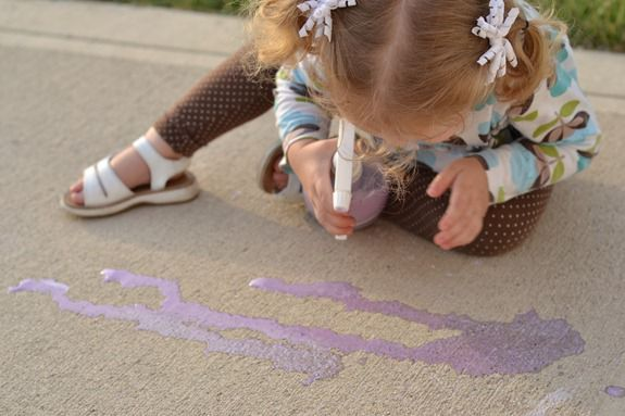 Fun for Kids: Beckie from Infarrantly Creative shares her easy kids idea- chalk spray.