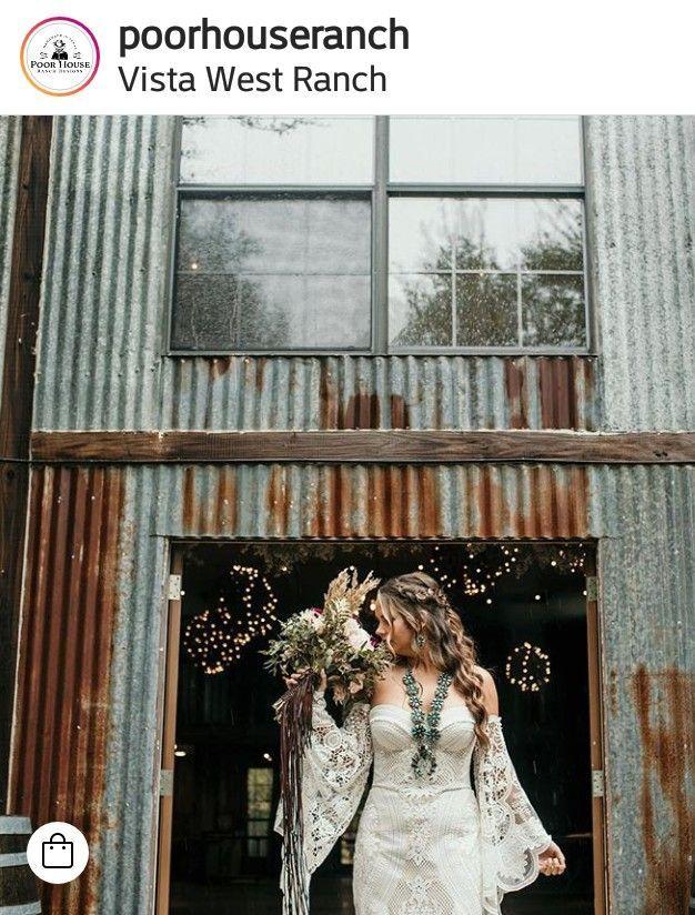 Wunderschone Turkisfarbene Kurbisblute Und Blumenstrauss Mit Dem Hochzeitskleid Blumenstrau Wedding Dress Necklines Turquoise Wedding Wedding Dress With Veil