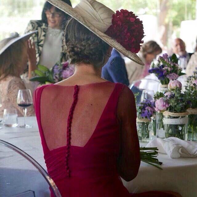 Precioso y elegante transparencia* espalda. Invitada boda
