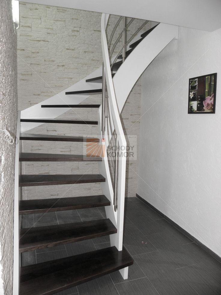 schody w opolu drewniane z giętymi poręczami białe