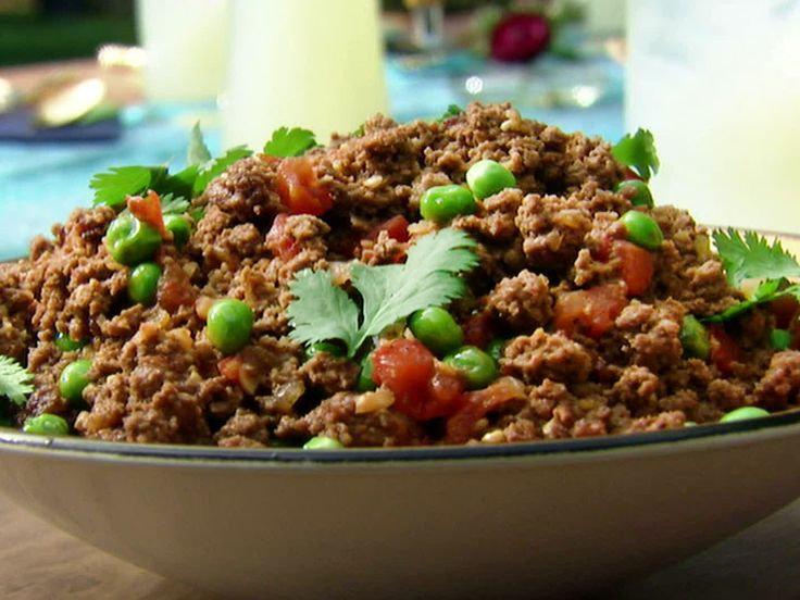 Aarti Party's Kheema: Indian Ground Beef with Peas from FoodNetwork.com  would be great as puff filling if i add carrots or potato too