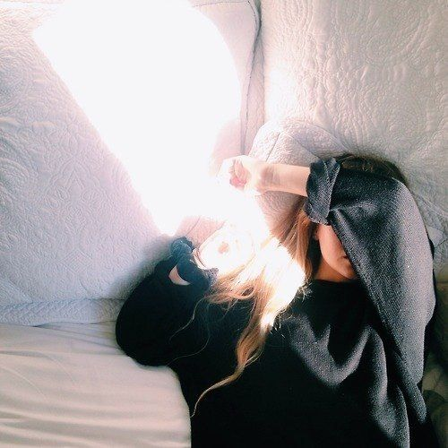 Alyssa doesn't want to wake up because the kids are screaming ~ taken by Ophelia who's jumping on the bed (around 3018)