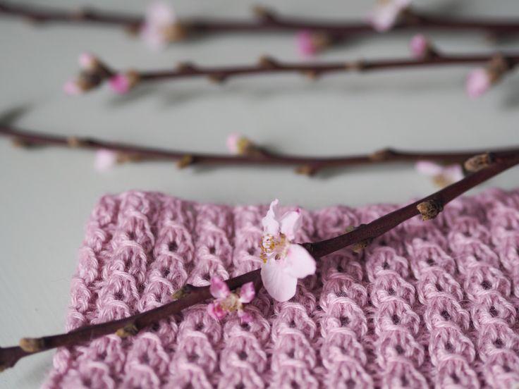 «»Hvis vi kunne tvinge kirsebærblomsterne til altid at dække træets grene, ville vi ikke længere beundre dem.» – Japansk ordsprog Hjertelig velkommen til Järbo Garns forårs strik-sammen: Vårtecken-KAL! Håber I …
