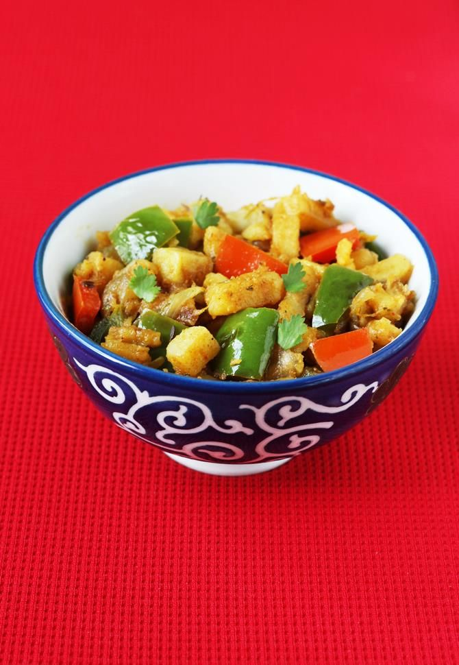 aloo capsicum recipe - north Indian style dry aloo capsicum recipe with step by step photos. This is one of the easy recipes that i make often.