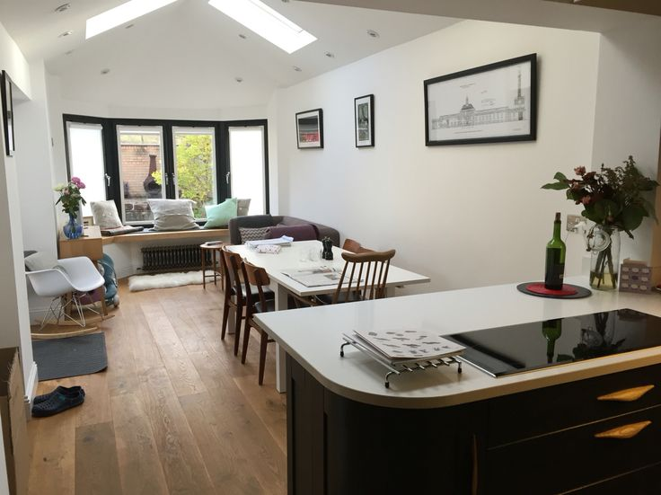 Vaulted ceiling and breakfast bar