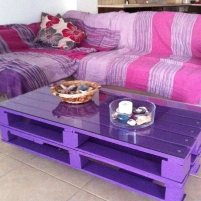Wooden pallet coffee table on wheels painted purple for Purple coffee table