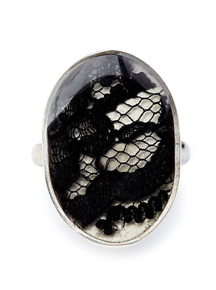 Lace oval ring