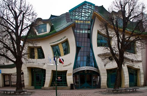 Crooked House, Polonia.