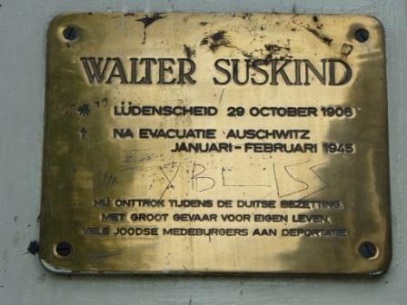 Dit is een gedenksplaat voor Walter Süskind. Dit heeft hij te danken aan zijn verzetswerk