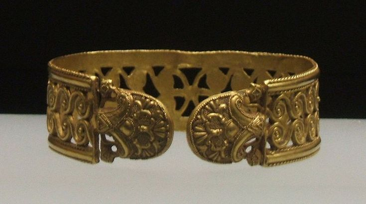 Phoenician bracelet, gold from the treasure of Carambolo, ca 6th century.
