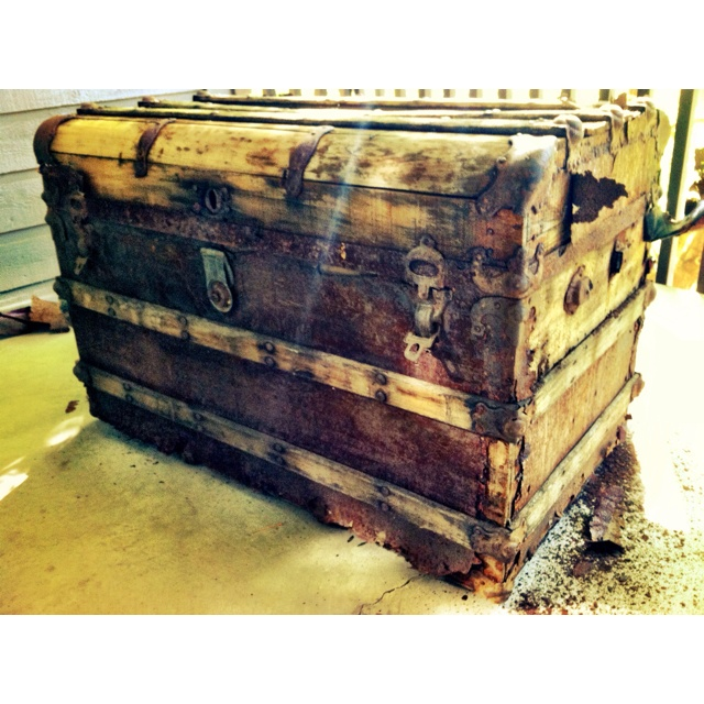 The gorgeous chest my boyfriend is refinishing - 24 Best Refinishing Antique Trunk Images On Pinterest Antique