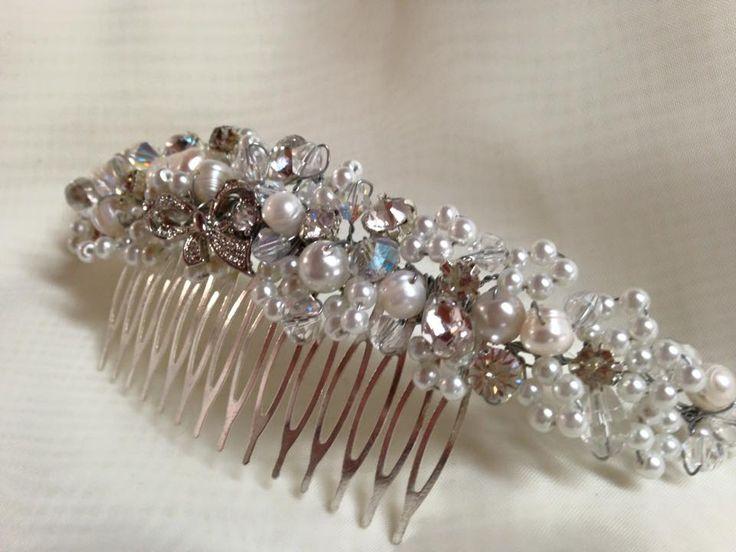 Pearl and swarovski crystal vintage hair comb.
