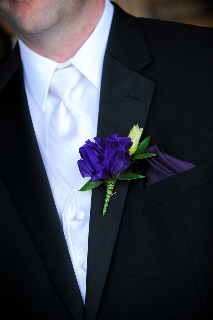 Purple Lisianthus Groom's Boutonniere by Blume Events www.idoaz.com Photography by www.onefinedayphotography.com