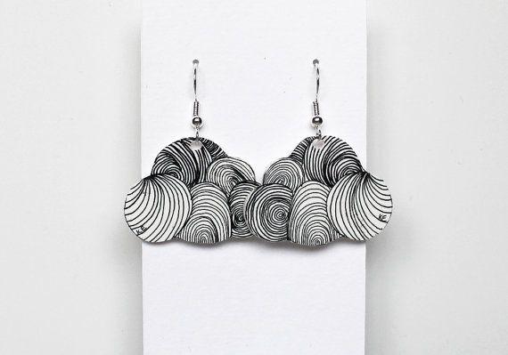 Nuage boucles d'oreilles création originale livraison gratuite main dessinée idée cadeau de bijoux en plastique rétractable sur Etsy, 20,00€