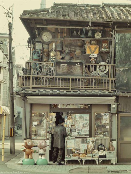 La #photo du jour : le charme d'une veille boutique Kyoto dora Plus de photos sur Pint. : http://ow.ly/mWye302RfWp #Japan