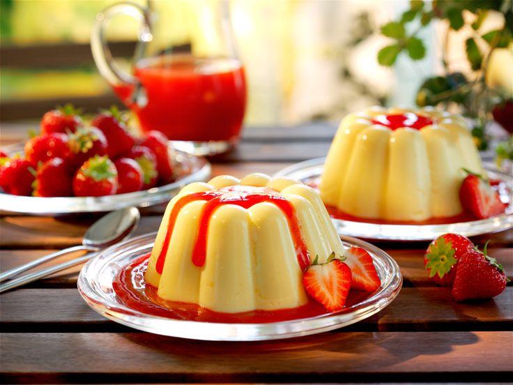 Pudding mit Erdbeersoße Ein fruchtiger Klassiker