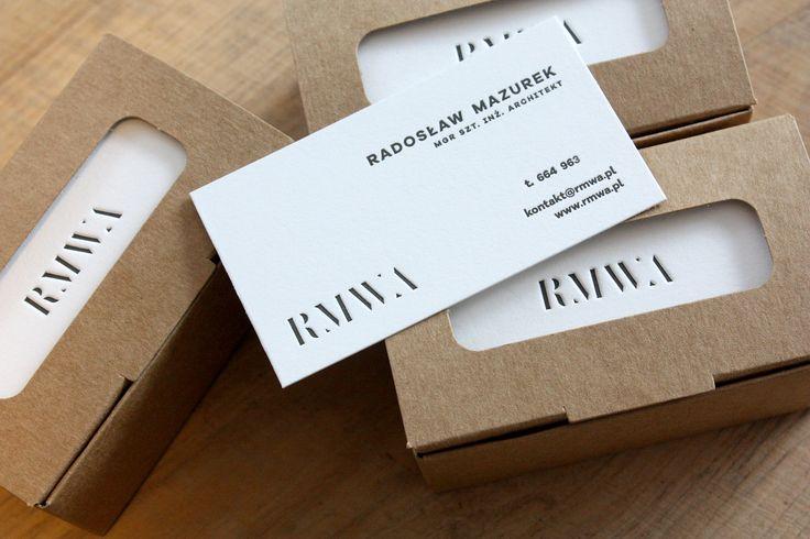 minimalistyczne czarno-białe wizytówki tłoczone na śnieżnobiałym bawełnianym papierze pur coton cocaine #letterpress #slowprint #businesscard #cottonpaper