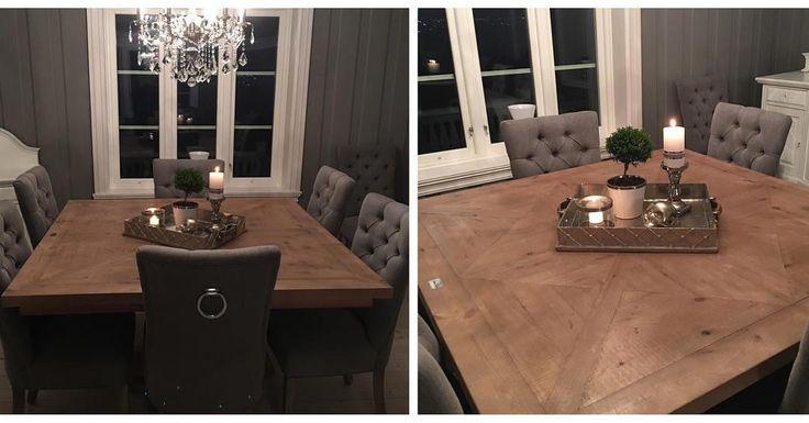 London 2 hos vår kunde Trine Lind  Lekkert og meget robust håndprodusert kvadratisk spisebord. Bordplaten er er innfelt i et flott mønster. Hvert bord har sitt eget unike utseende og særpreg da det er ulik struktur i det gamle treverket.  Pris: 5900kr  Str: 145cm x 145xm For mer info se www.classicliving.no