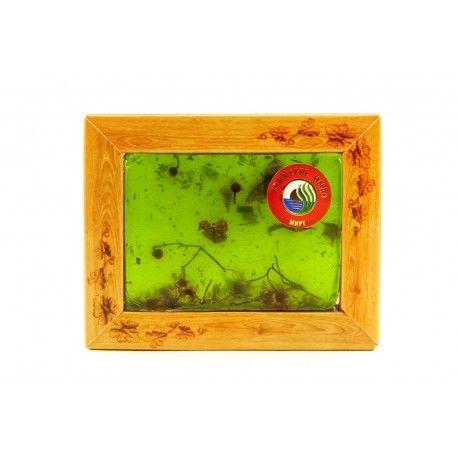 Натуральное мыло «МИРТ» – для ухода за проблемной кожей, подавляет кокковые инфекции и нормализует функции сальных желез, улучшает кровообращение и придает коже здоровый и ухоженный вид. Эфирное масло мирта избавляет от воспаления и раздражения, способствует регенерации клеток, предупреждает появление морщин. Вдыхание аромата мирта полезно при кашле и простуде.
