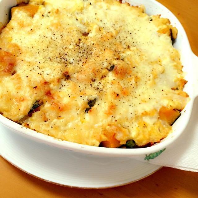 ホワイトソースの変わりに豆腐を使いました。 絹だとなめらか、もめんだと食べごたえ満点です(^O^) おなかいっぱい食べても低カロリー✨ - 52件のもぐもぐ - 豆腐でつくる*野菜たっぷりヘルシーグラタン by kaijo5