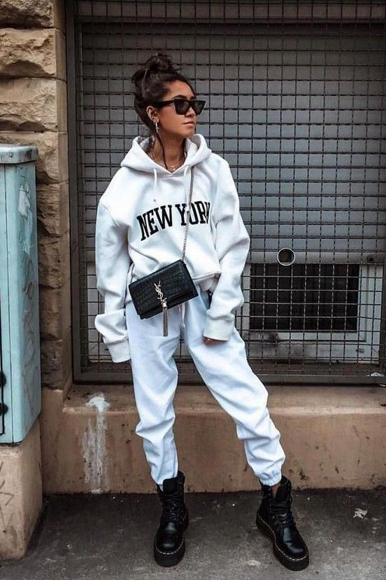 20+ Comfy Lazy Outfit Ideas For Weekends 2020 #outfitsideas #fashionideas #lazyoutfits » Beneconnoi.com