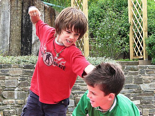 miúdos a lutar