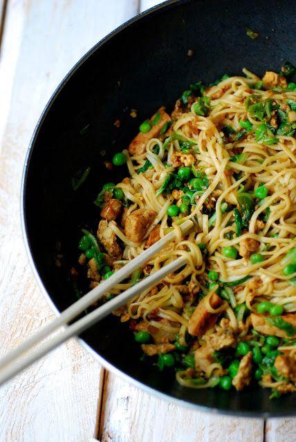 .: wok met varkensreepjes, roerei, Chinese kool en er...