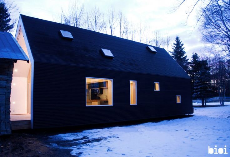 The exterior of the building is protected by black corrugated steel sheets (Photo by: Alis...