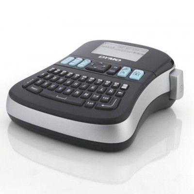 Máquina Dymo LabelManager 210D. Es la  Versátil, fácil de usar, cuenta con todas las funciones. Una interfaz de usuario completamente nueva fácil de utilizar. Botones de acceso rápido a símbolos y signos diacríticos,7 estilos y 8 cuadros diferentes para personalizar su etiqueta. Alineación a la izquierda, derecha o centro. Almacena hasta 9 etiquetas y ofrece la posibilidad  de insertar un texto guardado. Función de apagado automático. 6 pilas AA (no incluidas) Etiquetas DYMO D1 de 6, 9 y 12…