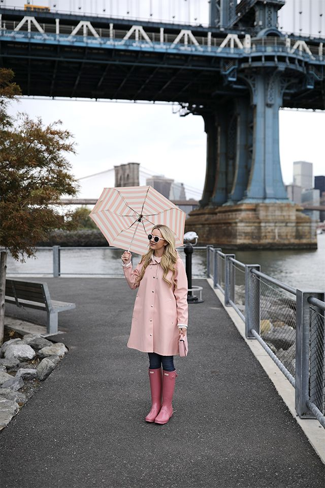 Rain, rain, go away! // Click to see the full pink rain post. #brooklyn #DUMBO #hunterboots