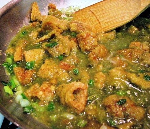 Mi second craving. Yum Chicharones con chile verde