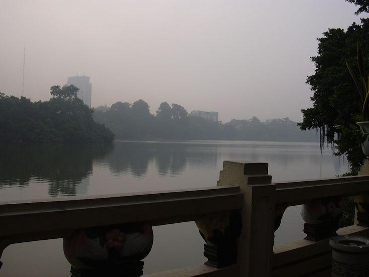 ベトナム、ハノイ(2004年) ホアンキエム湖