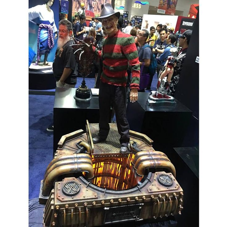 Freddy Krueger by Steve Wang's Elite Creature Collectibles. Uses an HC-8+ controller to drive a lot of LEDs for a flames effect.