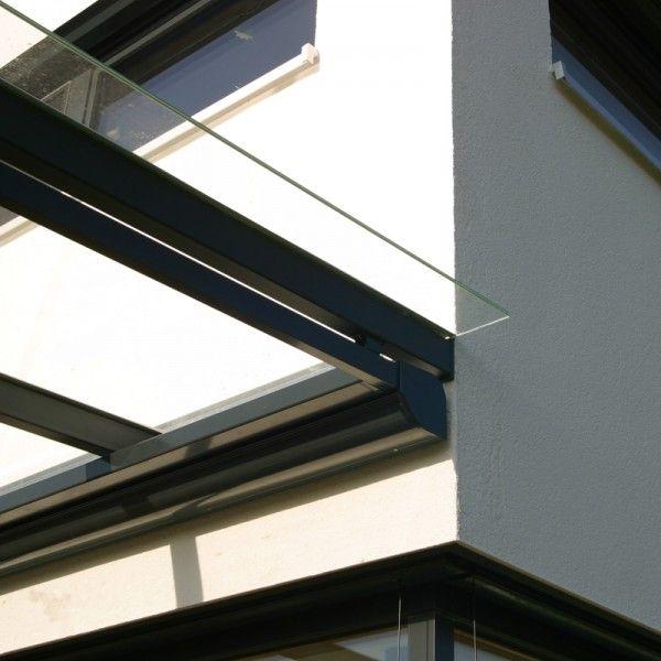 Holzhaus Beilngries in der Nähe von Greding und Ingolstadt. Moderner Neubau in Holzständerbauweise mit Terassendachkonstruktion in Stahl und Glas