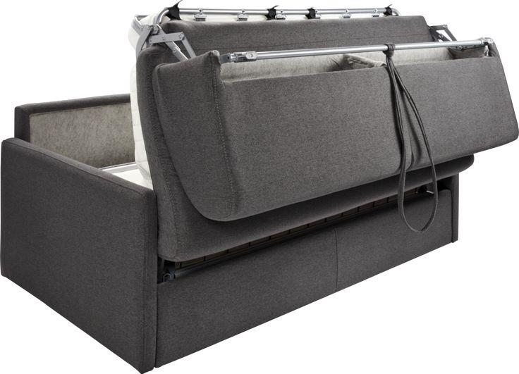 3-seter sovesofa i 100 % polyester laget i Italia. Klassisk design, behagelig og mykt sete med høy elastisitet. Med ett enkelt grep gjør du på rekordtid om sofaen til en dobbeltseng. L.174 x H.85 x D.94 cm, setehøyde: 45 cm Utslått: L.219 x B.174 cm Sovemål: L.190 x B.140 cm Tykkelsen på madrassen er 14 …