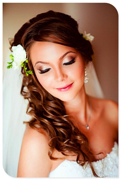 bridal makeup: champagne/rose color eyes, pink lip. Found on Lokale Weselne #bridalmakeup