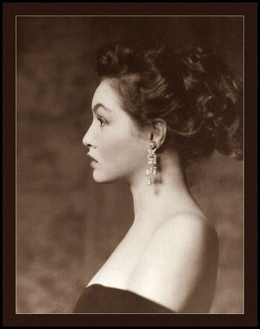 Julie Newmar looking ravishingly gorgeous in side profile. #vintage #1950s #fifties