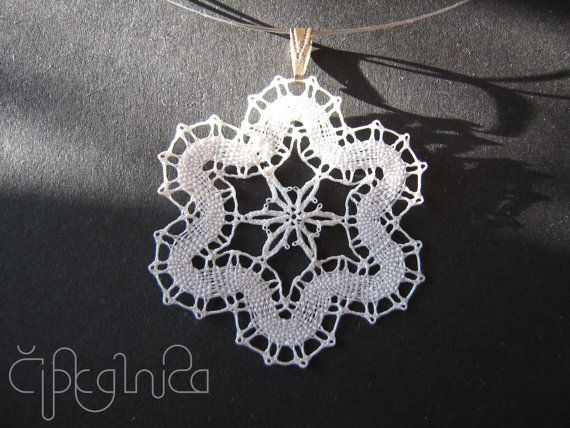 White Flower Lace Necklace by A5lace on Etsy, €10.00