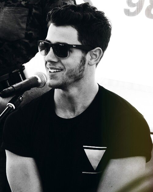 I would like to take a moment to thank mr and mrs Jonas for this fine masterpiece they created!