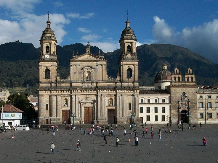Catedral primada de Bogota. Fuente: http://megaconstrucciones.net/?construccion=bogota