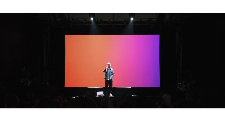 Holak na Kraków Live Festival 2017  @mateusz_holak @krakow_festival #holak #klf #livefestival #concert #gig #music #night #dark #screen #gradient #person #human #vsco #vscocam #vscopoland #shotoniphone