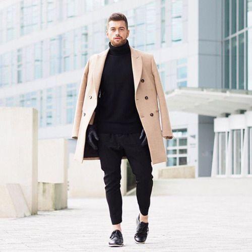 2016-02-28のファッションスナップ。着用アイテム・キーワードはコート, チェスターコート, ドレスシューズ, ニット・セーター, 黒パンツ,etc. 理想の着こなし・コーディネートがきっとここに。| No:135769