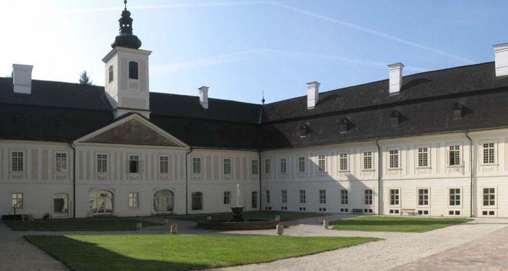 Netradičné kaštiele na strednom Slovensku, ktoré stoja za pozornosťˇSäty Anton