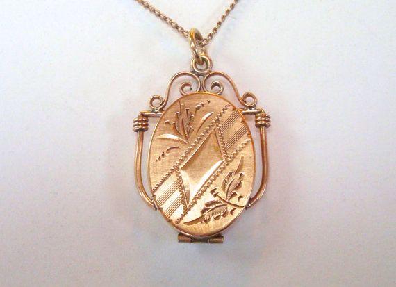 Antique Gold Locket  Gold Filled Keepsake Locket by RainOnTheWind