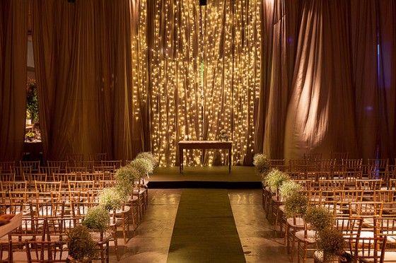 Adorei a cortina iluminada atrás do altar
