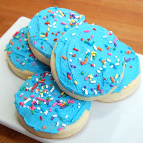 Soft Lofthouse Style Frosted Cookies. I must admit, I have a weakness for  those over-processed store bought cookies. It would be nice to make some out of real ingredients though.