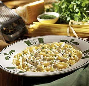 Olive Garden Fettucini Alfredo copycat recipe....food is my biggest weakness :(