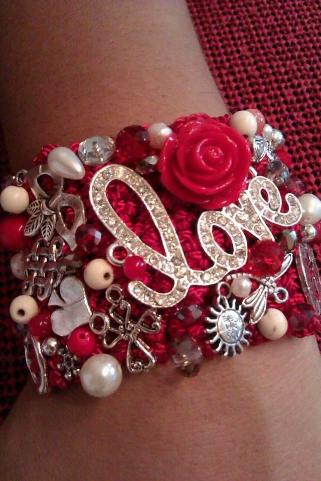 Brazalete en rojo 5 cm Love
