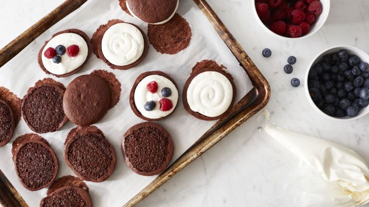 Make and share this Red Velvet Whoopie Pies (9) with yellow cake mix & pudding mix.  Genius Kitchen.